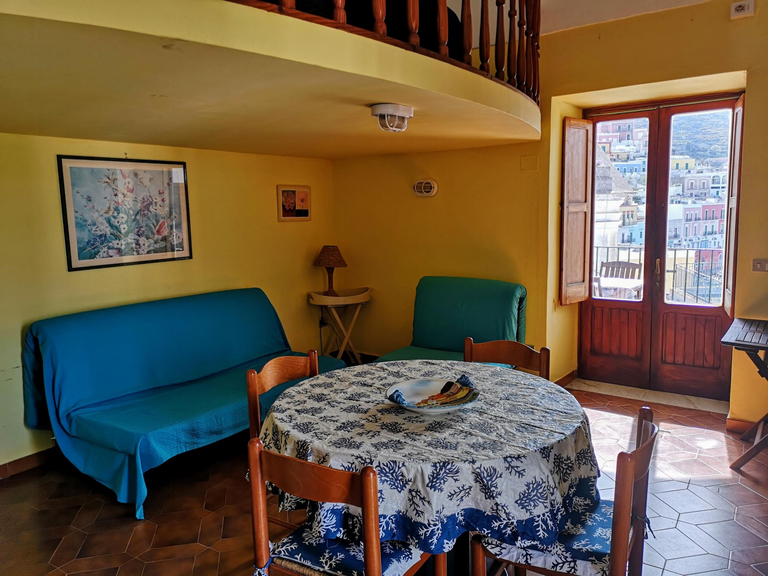 Appartamenti in ponza turistcasa l 39 archetto 18 for Appartamenti ponza