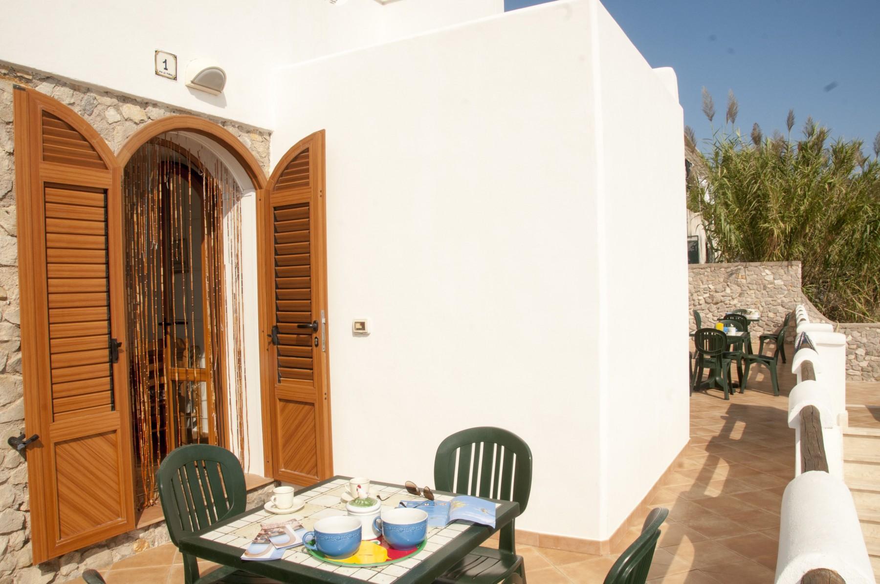 Appartamenti in ponza turistcasa i conti 1001 for Appartamenti ponza