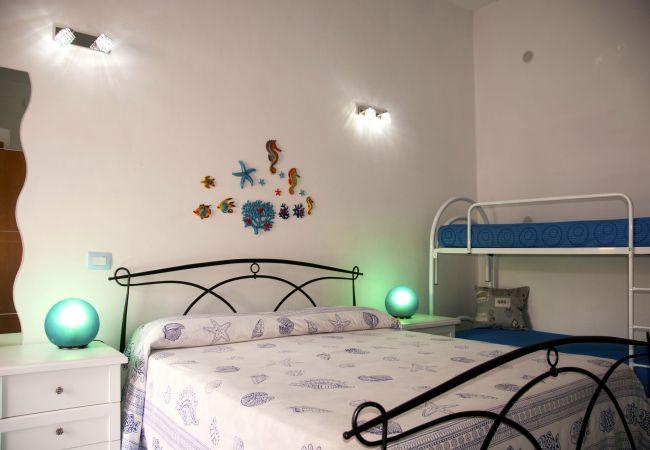 Affitto per camere a Ponza - da laura quadrupla blu