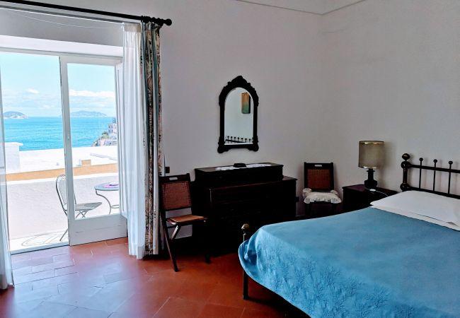 Affitto per camere a Ponza - La Maison Fiorita camere
