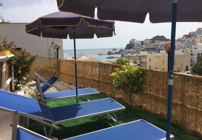 Rent by room in Ponza - b&b da Laura matrimoniale rosa